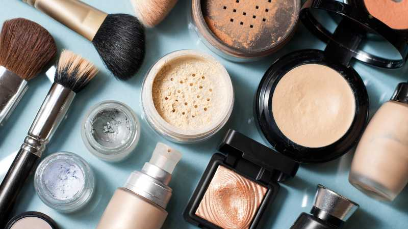 Must-See Holiday Deals on Makeup and Cosmetics